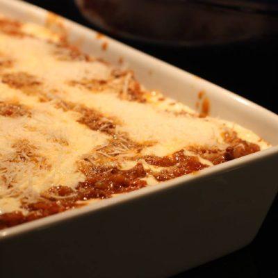 Lyxig lasagne färdig att slängas i ugnen